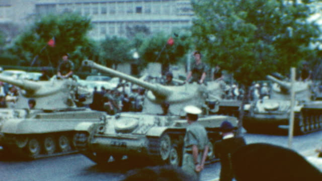 sherman m51 tanks on display during israeli independence day parade in years leading up to 1967 middle east war idf tank parade on may 09 1962 in tel... - sechstagekrieg stock-videos und b-roll-filmmaterial
