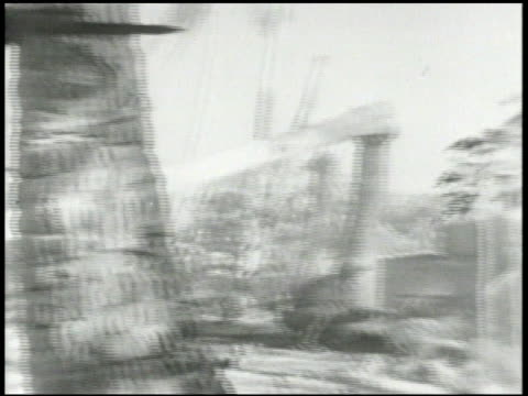vídeos de stock e filmes b-roll de sherman tanks advancing inland 22nd marine division soldiers fighting from defensive positions on enjebi islet beach slowly advancing world war ii... - baioneta