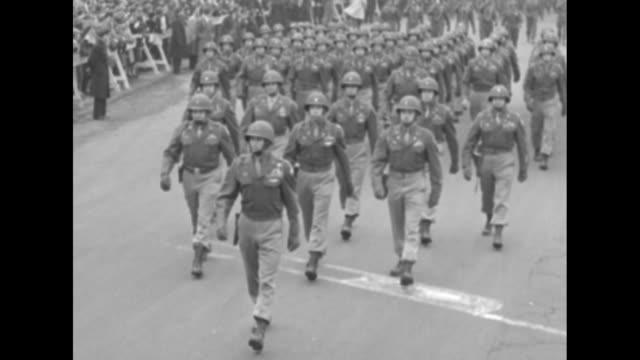 stockvideo's en b-roll-footage met sherman tanks artillery paratroopers marching in formation down 5th avenue from washington square park and past the metropolitan museum of art during... - fifa wereldkampioenschap