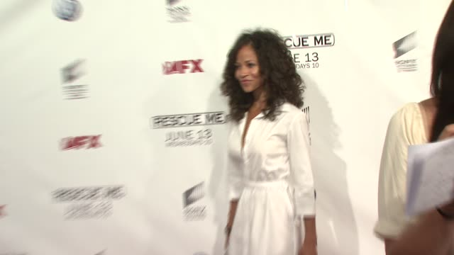 vídeos de stock, filmes e b-roll de sherri saum at the 'rescue me' season four premiere screening at 42nd st amc theater in new york new york on june 4 2007 - rescue me