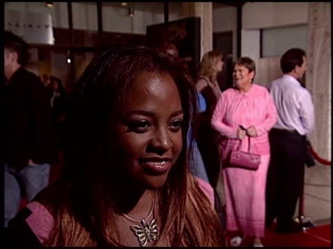 vídeos y material grabado en eventos de stock de sherri shepard at the cellular premiere at arclight cinemas in hollywood, california on september 9, 2004. - arclight cinemas hollywood