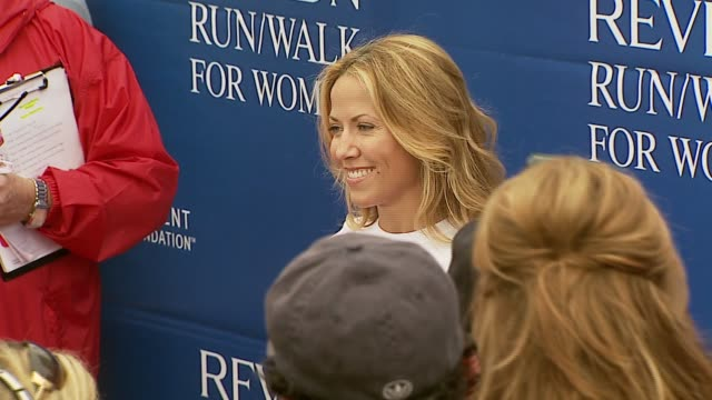 sheryl crow and mandy moore at the revlon run/walk for women celebration of 14 years in los angeles at the los angeles memorial coliseum in los... - sheryl crow stock videos & royalty-free footage