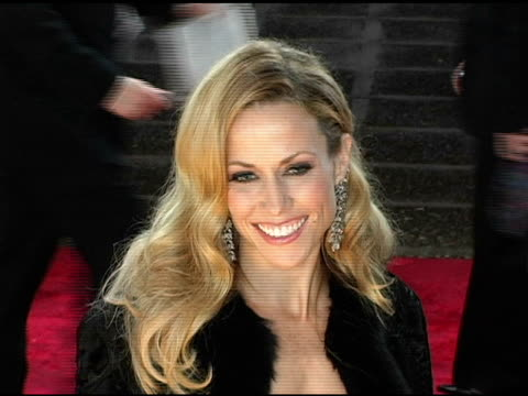 sheryl crow at the 2005 people's choice awards arrivals at the pasadena civic auditorium in pasadena california on january 10 2005 - sheryl crow stock videos & royalty-free footage