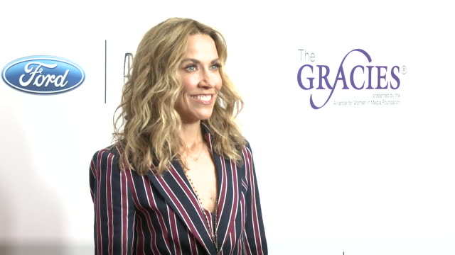 sheryl crow at the 44th annual gracie awards in los angeles ca - sheryl crow stock videos & royalty-free footage