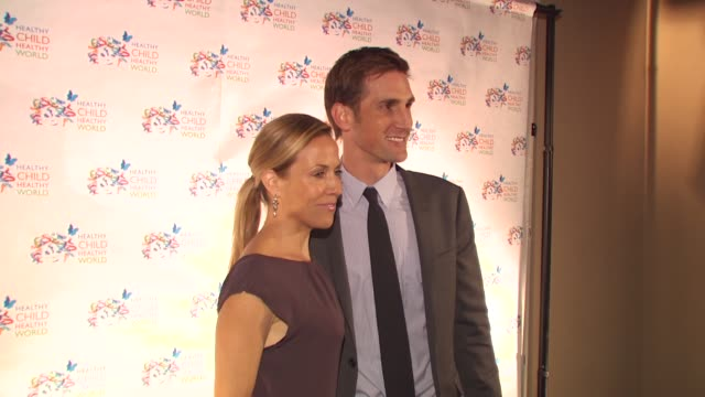sheryl crow christopher gavigan at the healthy child healthy world gala at beverly hills ca - sheryl crow stock videos and b-roll footage