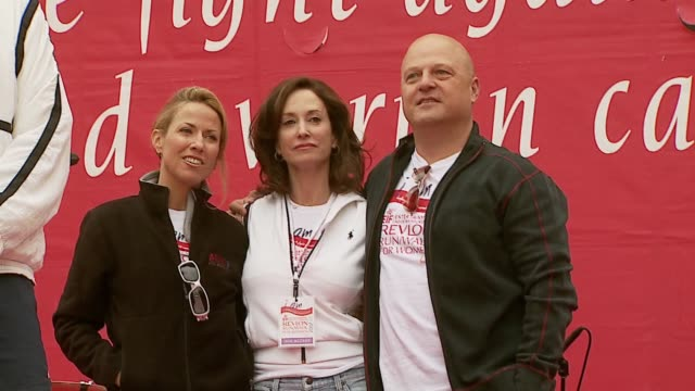 sheryl crow, lilly tartikoff and michael chiklis at the revlon run/walk for women celebration of 14 years in los angeles at the los angeles memorial... - michael chiklis stock videos & royalty-free footage