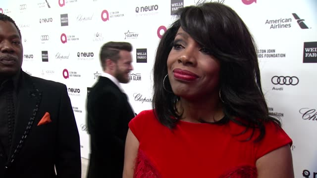 sheryl lee ralph what brings her out, talks about elton's commitment to the ejaf and her thoughts on the oscar ceremony at 23rd annual elton john... - oscar party stock videos & royalty-free footage