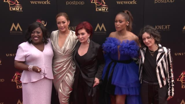 sheryl underwood, carrie ann inaba, sharon osbourne, eve and sara gilbert at the 2019 daytime emmy awards at pasadena civic center on may 05, 2019 in... - シャロン オズボーン点の映像素材/bロール