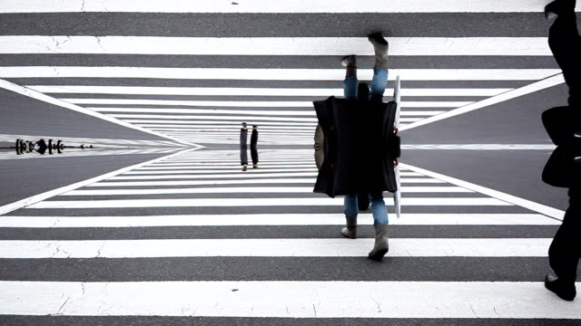 stockvideo's en b-roll-footage met shibuya crossing abstract - wegmarkering