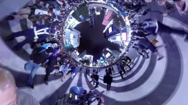 vídeos y material grabado en eventos de stock de 360 vr; shibuya crossing at halloween night, tokyo, japan - celebración acontecimiento