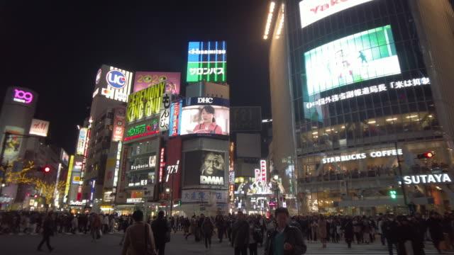 ws shibuya crossing at night, tokyo, japan - tokyo japan stock videos & royalty-free footage