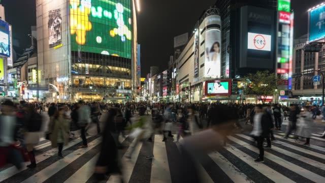 stockvideo's en b-roll-footage met shibuya crossing nachts - capital cities