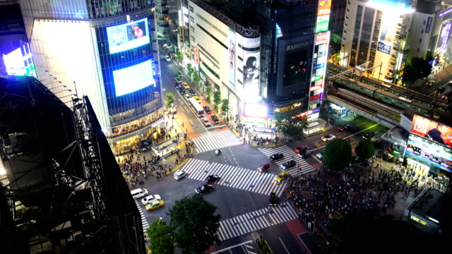 shibuya crossing from top in tokyo - shibuya ward stock videos & royalty-free footage