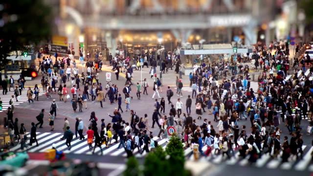 日本東京渋谷スクランブル交差点 - 交差点点の映像素材/bロール