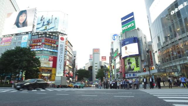渋谷交差点、東京、日本 - 広告点の映像素材/bロール