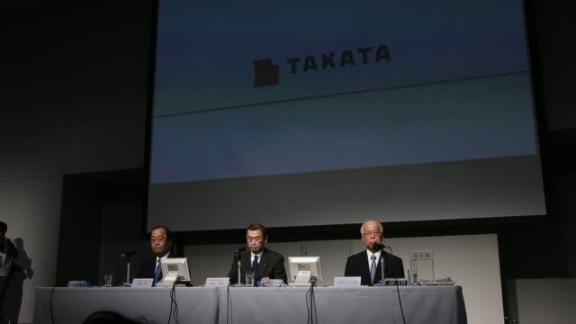 shigehisa takada, chairman and president of takata corp, center, hiroshi shimizu, executive vice president, left, and yoichiro nomura, chief... - 会長点の映像素材/bロール