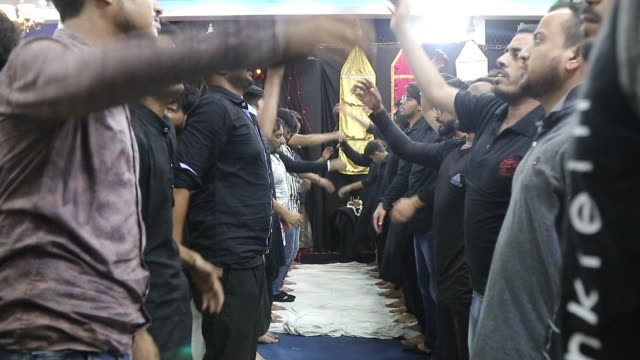 shiite muslim men mourning during a mourning ceremony four days ahead of ashoura at panja sharif in old quarters in delhi india on 06 sept 2019... - ashura muharram stock videos & royalty-free footage