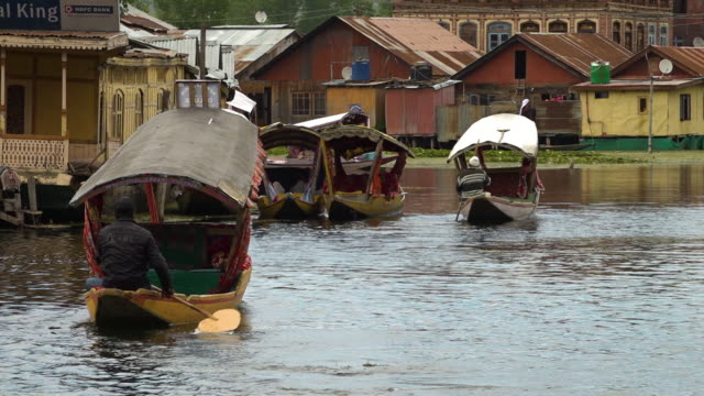 shikaras moving near waterfront houses on dal lake - oar stock videos & royalty-free footage