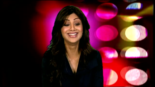 shilpa shetty interview; shilpa shetty interview continues sot - more on the launch of her food range - called shilpa's curries / not watching big... - スーザン ボイル点の映像素材/bロール