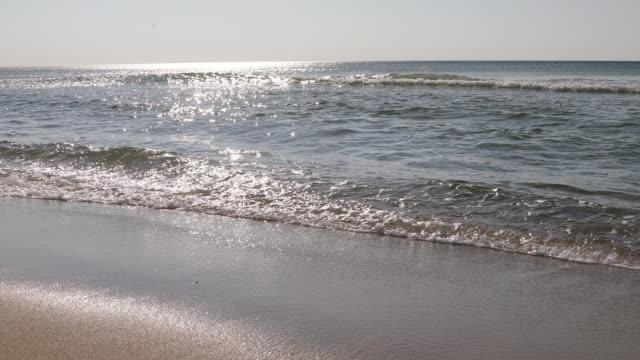 shimmering waves in sunlight - insel sylt stock-videos und b-roll-filmmaterial