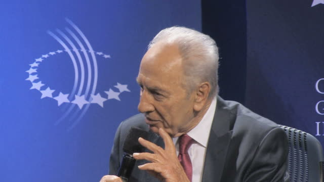cu shimon peres talking and gesturing on microphone / new york city new york usa / audio - シモン・ペレス点の映像素材/bロール
