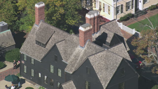 vídeos y material grabado en eventos de stock de aerial shingled rooftop and chimney on the house of the seven gables / salem, massachusetts, united states - nathaniel hawthorne