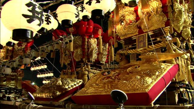 shining golden decoration of miniature shrine, japan - 雑貨点の映像素材/bロール