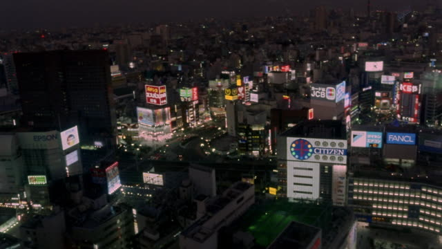vidéos et rushes de fast motion, ha, ws, shinjuku district at night, tokyo, japan - vie nocturne