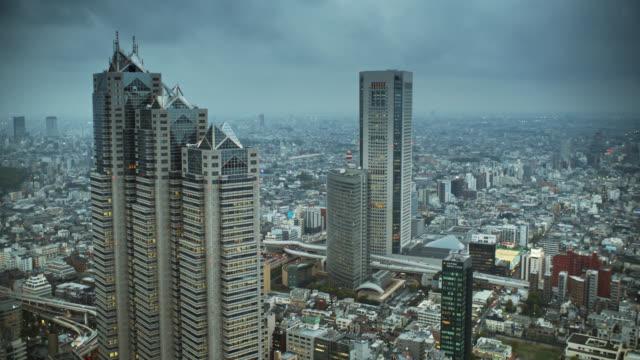 新宿、東京スプロール - overcast点の映像素材/bロール