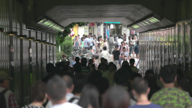 shinjuku,tokyo,japan - トンネル点の映像素材/bロール