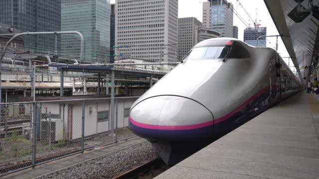 ms shinkansen bullet train departing at tokyo station / tokyo, japan - järnvägsperrong bildbanksvideor och videomaterial från bakom kulisserna