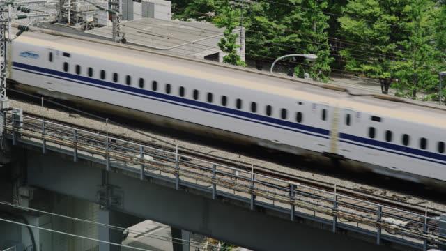 ms shinkansen bullet train going torwards station / tokyo, tokyo-to, japan - shinkansen stock videos & royalty-free footage