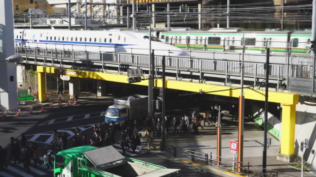 jr (japan railways) shinkansen, yamanote line runs on elevated railway above the road around the hamamatsucho station in minato ward tokyo japan on jan. 25 2018. - minato ward stock videos & royalty-free footage