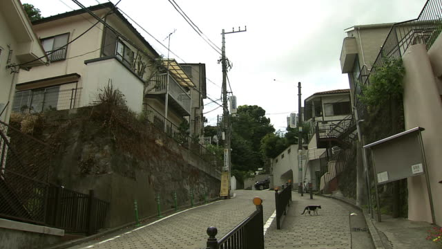shiokumizaka slope, yokohama, japan - 住宅地点の映像素材/bロール