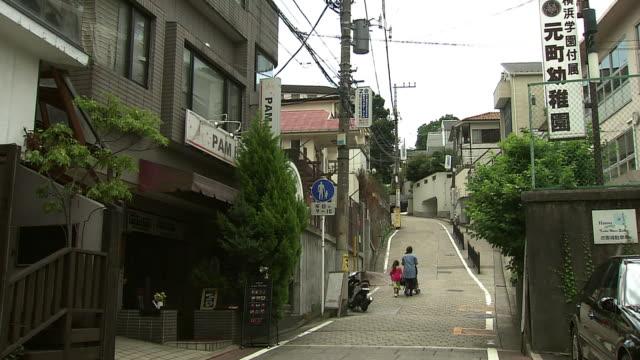 shiokumizaka slope, yokohama, japan - residential building点の映像素材/bロール