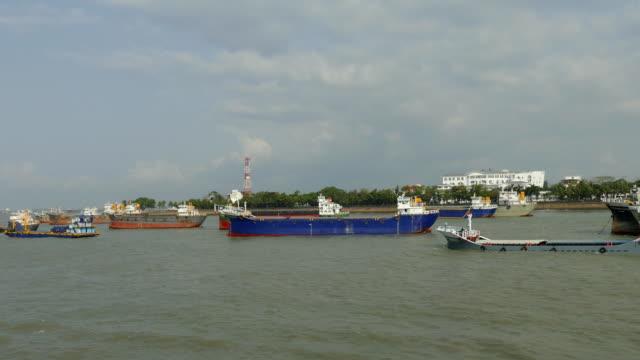 vidéos et rushes de station d'ancrage du navire - bay of water