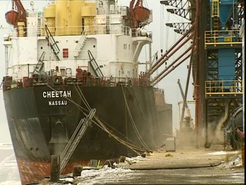 ship at dock, manitoba, canada - マニトバ州点の映像素材/bロール