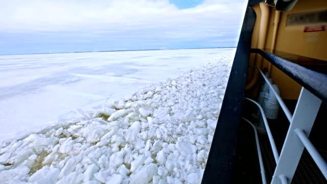 ship bryta igenom ice ocean - nordpolen bildbanksvideor och videomaterial från bakom kulisserna
