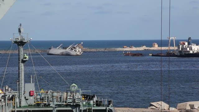 stockvideo's en b-roll-footage met ship collision - schip watervaartuig