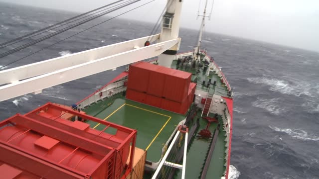stockvideo's en b-roll-footage met a ship cruises through the choppy southern ocean. available in hd. - rondrijden