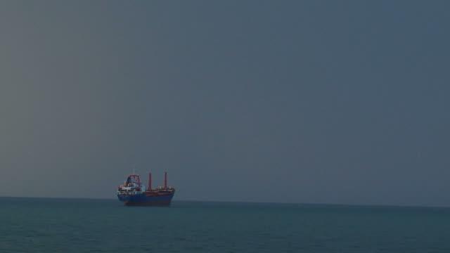 Schiff während ein Sturm