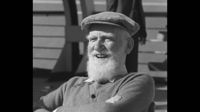 ship / george bernard shaw, irish playwright with wife charlotte and others on ship deck / shaw walking / shot from top shaw talking with journalist... - ジョージ バーナード ショー点の映像素材/bロール