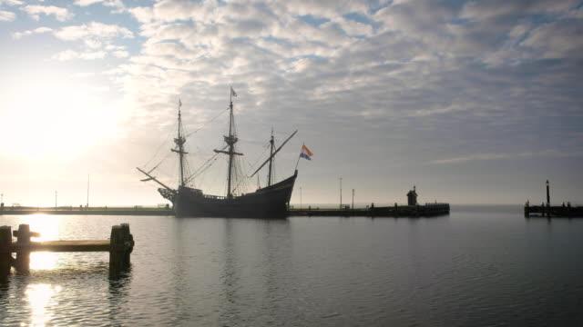 vidéos et rushes de navire de cov dans le port hollandais - culture néerlandaise