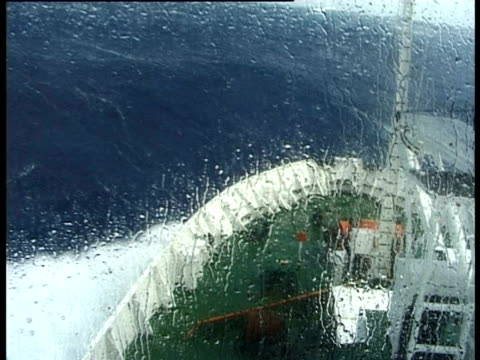 vídeos de stock, filmes e b-roll de ship in rough sea from mast, drake passage, antarctica - rough