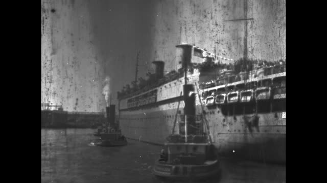 stockvideo's en b-roll-footage met ship loaded with men and lifeboats in new york harbor / note exact day not known film has nitrate deterioration - geallieerde mogendheden