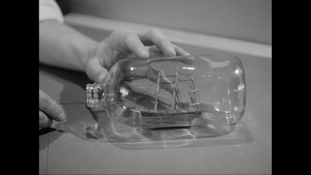 CU Ship model in glass / United States