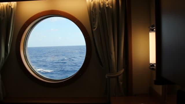 vidéos et rushes de ship stateroom hublot haute définition - hublot