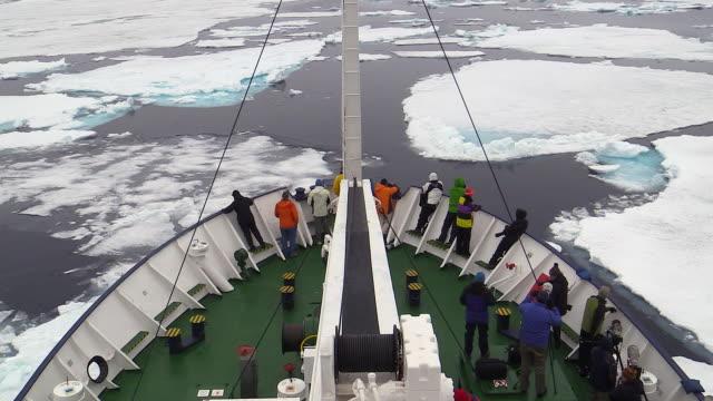 ship, svalbard, norway - crociera video stock e b–roll