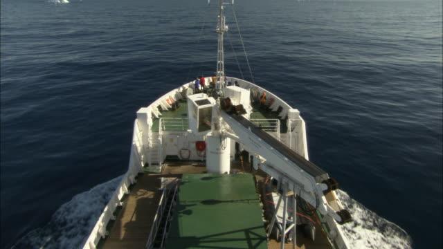 MS, HA, TU, Ship traveling through sea, tabular ice in distance, Antarctica