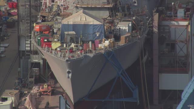 stockvideo's en b-roll-footage met aerial ship under construction at bath iron works / bath, maine, united states - ijzer